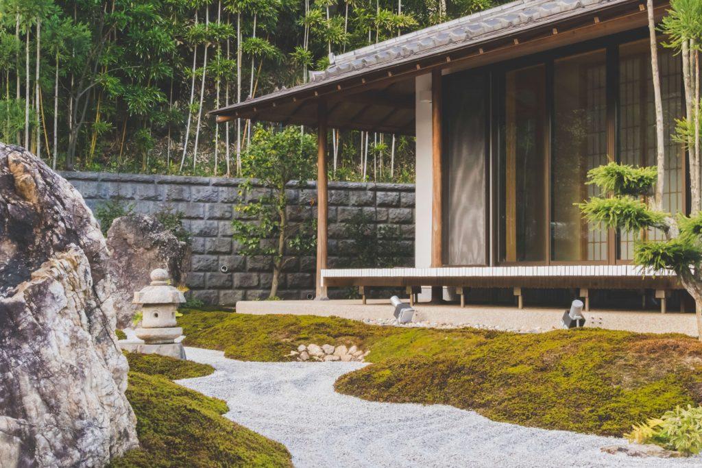 decorar jardin con piedras